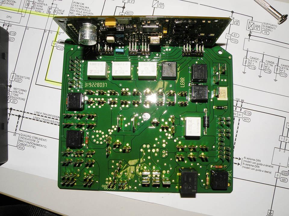 Meccatronica. Centralina elettronica auto e schema elettrico